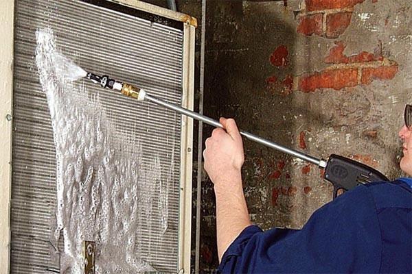 1 نحوه راه اندازی داکت اسپلیت برای راه اندازی داکت اسپلیت در حالت سرمایش و یا راه اندازی در حالت گرمایش (اصطلاحا راه اندازی گرمایش)، ابتدا باید اقدامات و سرویس کلی بر روی دستگاه انجام شود که به شرح زیر توضیح داده می شود . در ادامه راه اندازی در حالت سرمایش و یا راه اندازی گرمایش داکت اسپلیت جداگانه بیان می شود.